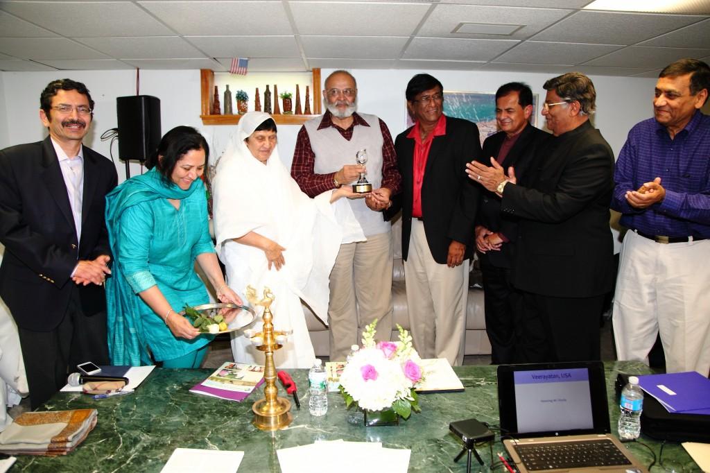 Dr. Firodia receiving Award from Acharya Chanaaji